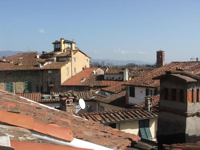 Panoramic view from the bathroom - Bright loft inside the wall with a breathtaking view of Lucca - Lucca - rentals
