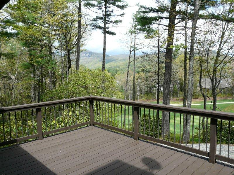 Comfortable 3 bed home conveniently located, sitting above the 10th Hole, views of the surrounding mountains and golf course - Image 1 - Lake Toxaway - rentals