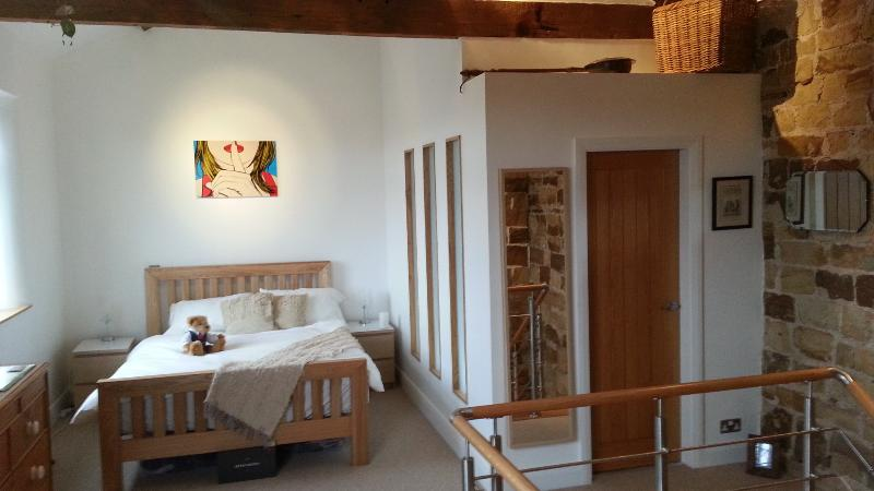 Large Open Bedroom - Character Cottage with Modern Twist - Mirfield - rentals