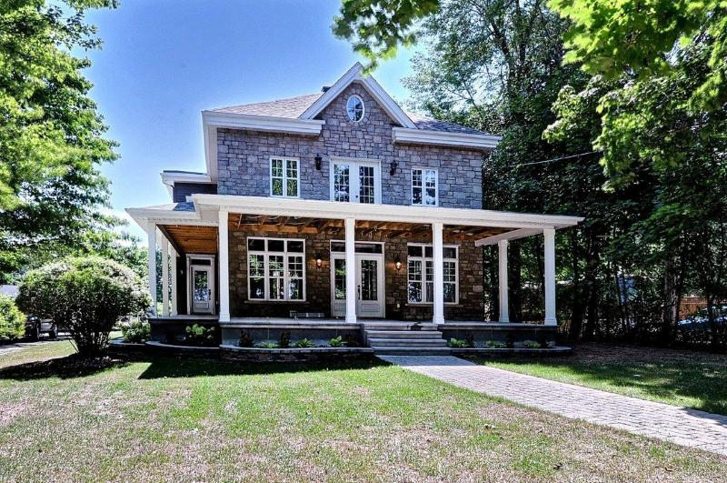 Front of home - STUNNING WATERFRONT HOME - Chateauguay - rentals