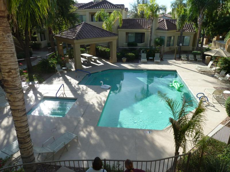 one of two pools about 40 yards away - sunny scottsdale - Scottsdale - rentals