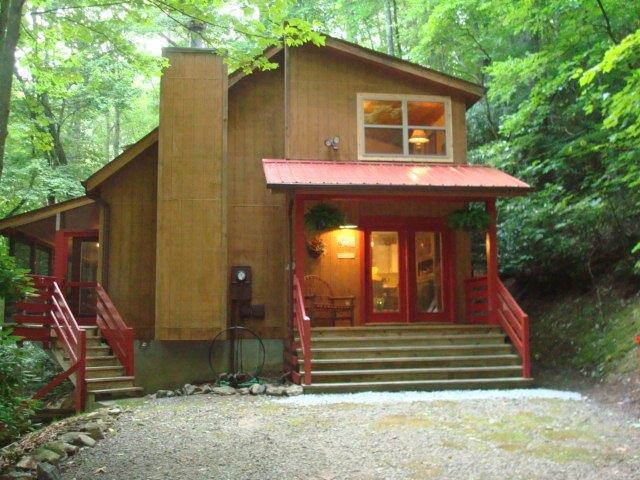 FERNBROOK TREEHOUSE -COZY, CLEAN, PRIVATE, HOT TUB - Image 1 - Maggie Valley - rentals