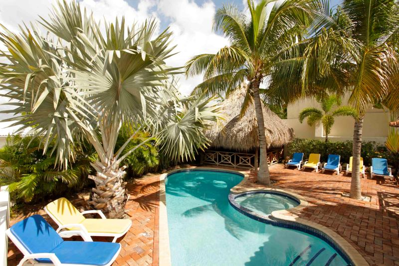 Pool and poolbar - Gorgeous villa with pool, Spanish Water, 4-8 pers - Christoffel National Park - rentals