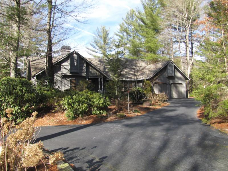 Welcome to Mosey's Cottage - Mosey's Cottage - Sapphire - rentals