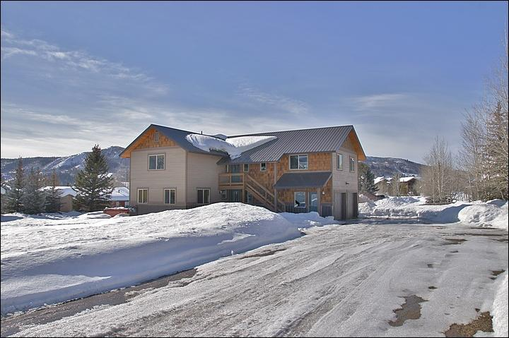 Exterior View - plenty of parking & a large yard. - Beautifully Renovated Private Home - Two Brand New Fully Equipped Kitchens (3511) - Steamboat Springs - rentals