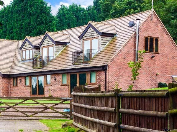 PARK VIEW LODGE, semi-detached cottage, in unspoilt countryside, en-suite, enclosed garden, near Shatterford and Kidderminster, Ref 30211 - Image 1 - Shatterford - rentals