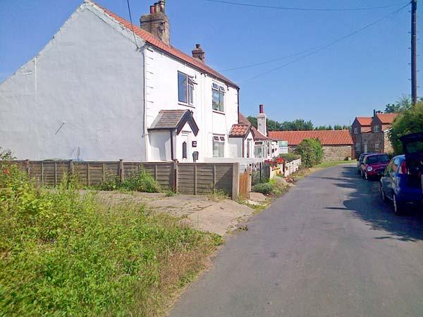 COSY COTTAGE, end-terrace, woodburning stove, WiFi, enclosed garden, in Withernsea, Ref 31196 - Image 1 - Welwick - rentals