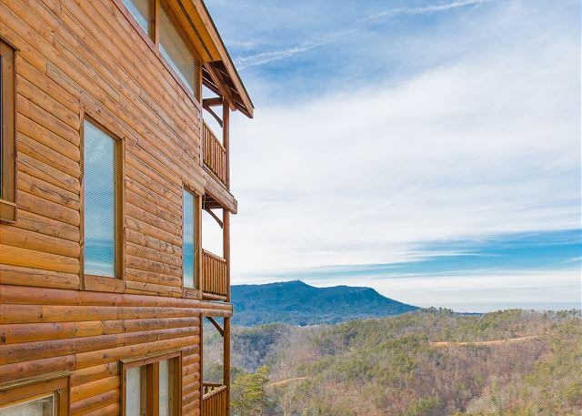 Beautiful Views of Mountains - Incredible Cabin with Amazing Mountain Views! 5 Minutes from Parkway. - Sevierville - rentals