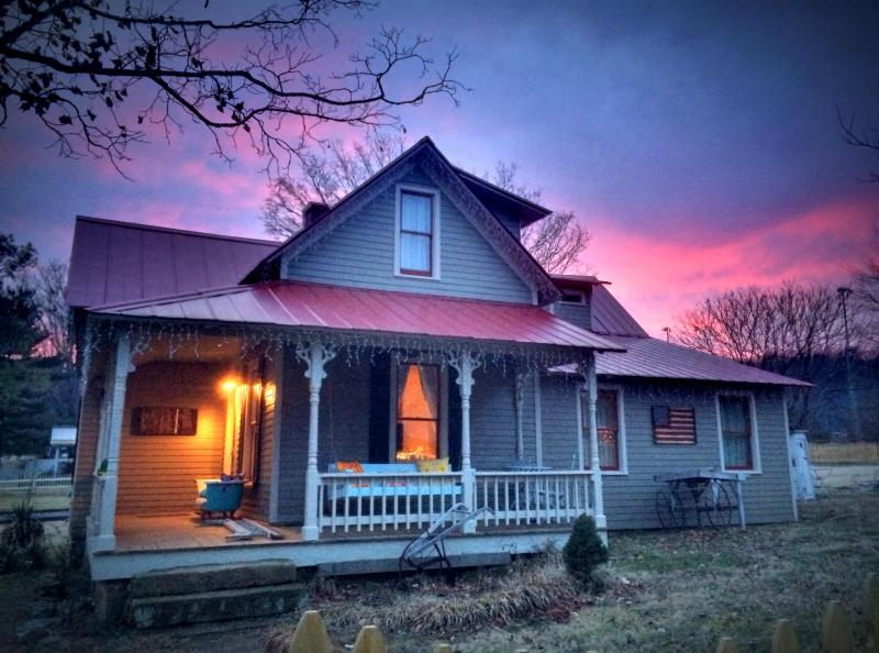 Tin Roof Cottage at dusk invites you to swing on the porch and unwind. - Picturesque Cottage in the Heart of Leiper's Fork - Franklin - rentals