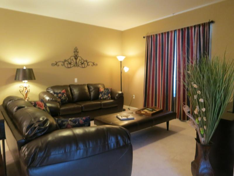 Living room with two full size sofas - Vista Cay 3 bed/ 2 bath, next to pool, redecorated - Orlando - rentals