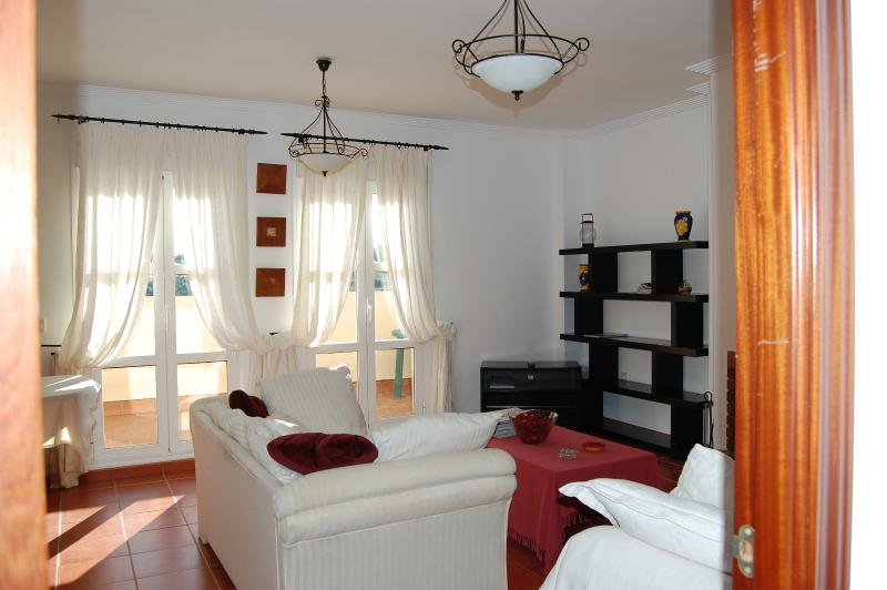 Bright and Airy  - Charming Spanish Townhouse in Southern Spain - Pueblo Nuevo de Guadiaro - rentals