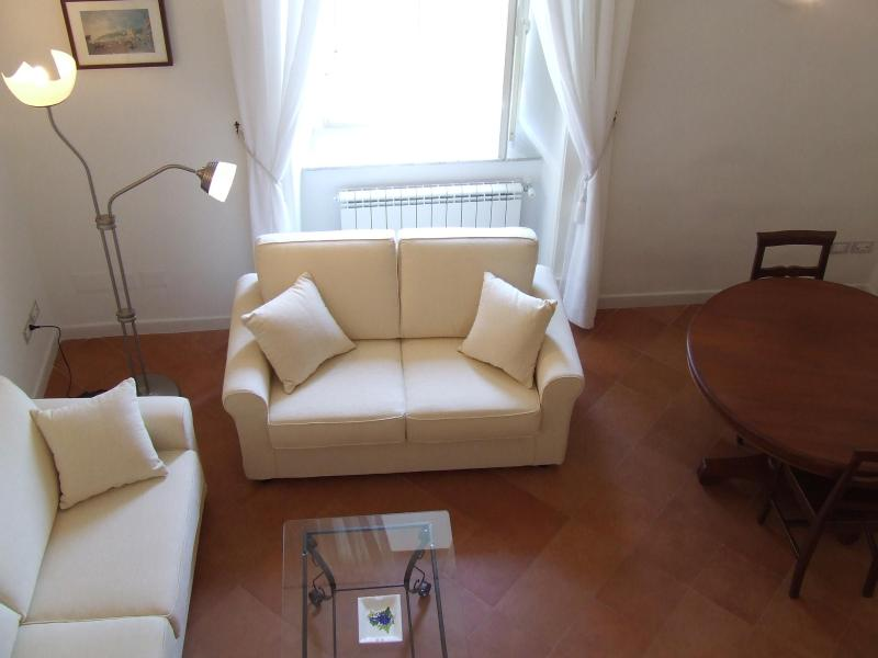 Living Room - Apartment in the historical heart Three Bedrooms - Naples - rentals