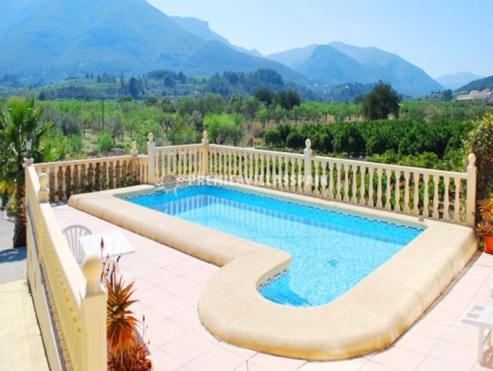 Beautifully presented 3 bed villa in a private location - Image 1 - Valencia - rentals