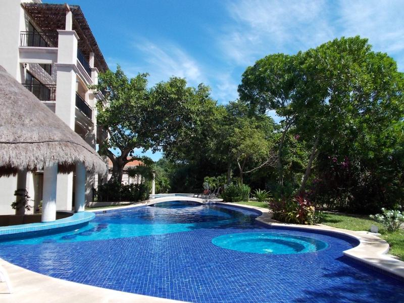 2 bedroom condo on the golf course, wifi, Concierge, - Image 1 - Puerto Aventuras - rentals