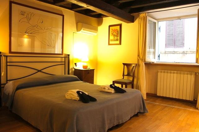 A JEWL IN THE VERY HEART OF THE HISTORICAL CENTRE! 2 BEDS 2 BATHS! - Image 1 - Rome - rentals