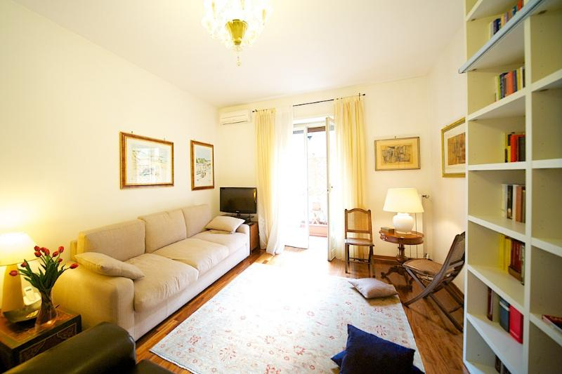 Bright and cozy nearby the Vatican Museums - Image 1 - Rome - rentals