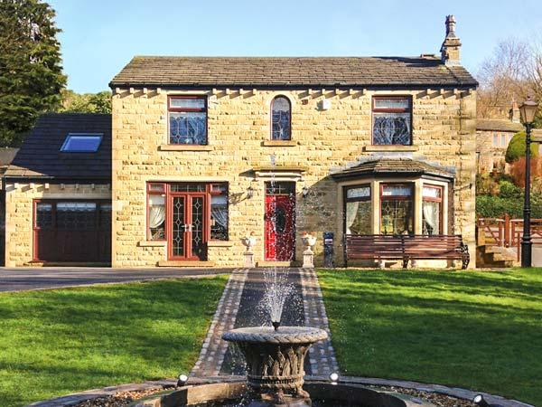 HOLMFIELD CROFT, detached, luxury, unique murals throughout in Oxenhope, Ref 24759 - Image 1 - Oxenhope - rentals