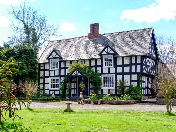 WHITE HOPTON HOUSE, 17th century, detached, over three floors, woodburning stove, parking, garden, in Sarn, Ref 906834 - Image 1 - Mellington - rentals