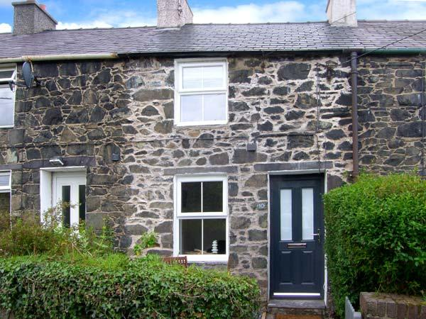 LUX COTTAGE, WiFi, Patio with furniture, close to town centre, Ref 911797 - Image 1 - Bangor - rentals