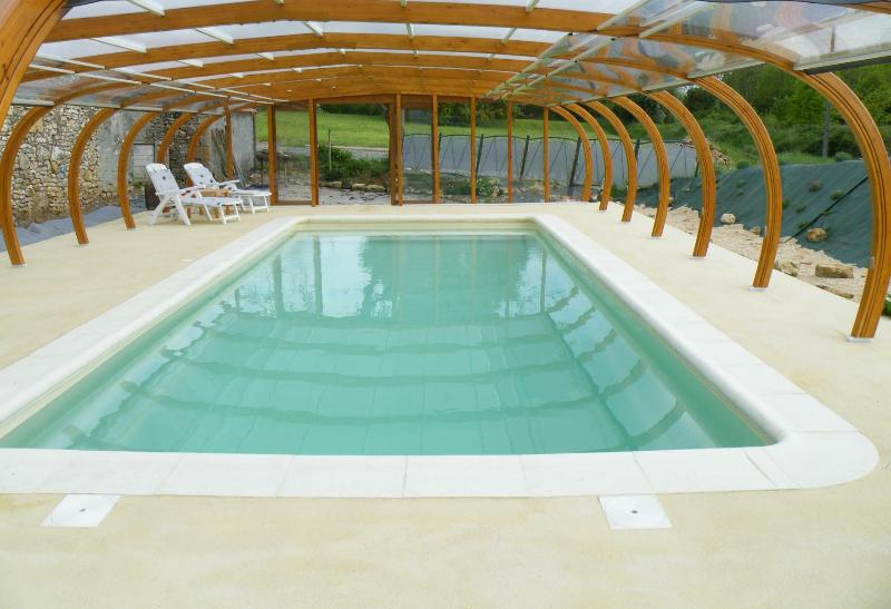 Covered swimming pool - 4/6 p. cottage - Covered swimming pool -Puy du Fou - Chantonnay - rentals