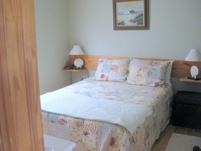 master bedroom - The Blueberry Cottage - Savage Harbour - rentals