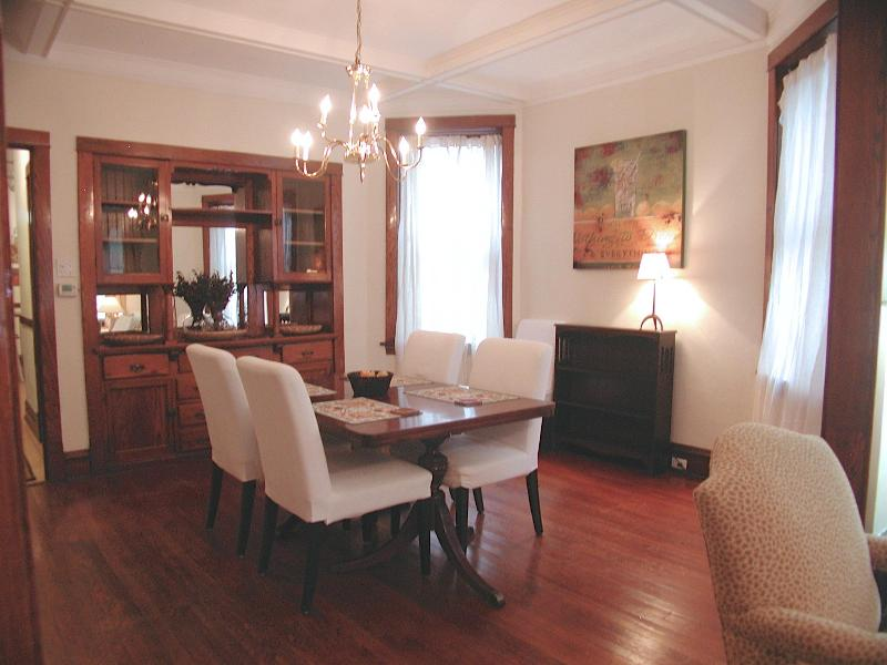 QUICK & EASY WALK TO BROWN LINE 'EL'...SLEEPS 6 - Image 1 - Chicago - rentals