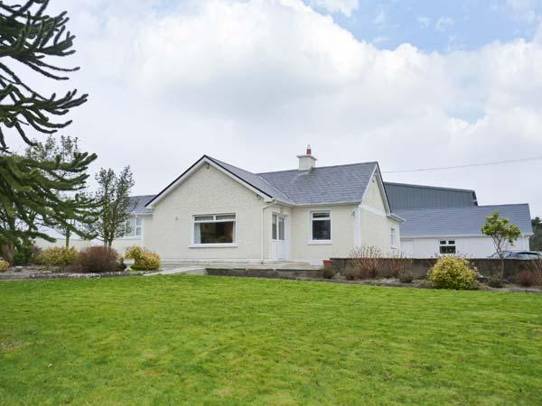 RIVER VIEW HOUSE, spacious detached cottage with multi-fuel stove, en-suite, garden, close Killala Ref 22858 - Image 1 - Killala,co.mayo - rentals