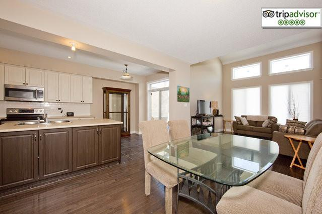 Gorgeous 3+1 Bedroom Townhome Ottawa Airport - Image 1 - Ottawa - rentals