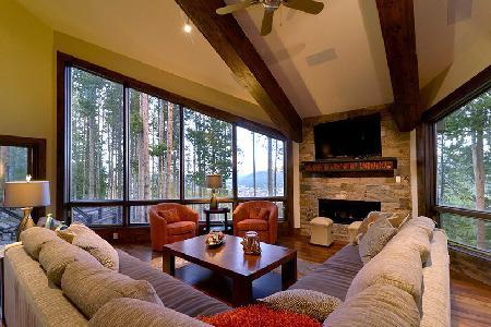 Mountain view Grand Vista, ski in/out, with fireplace and dream arcade - Image 1 - Breckenridge - rentals