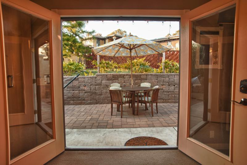 View from studio to patio - Studio with private patio and view - San Luis Obispo - rentals