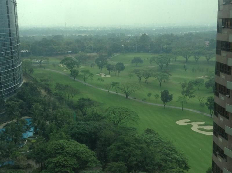 Main view over Manila Golf and Country Club - Breeze & views - Avant @ The Fort - Manila BGC - Taguig City - rentals