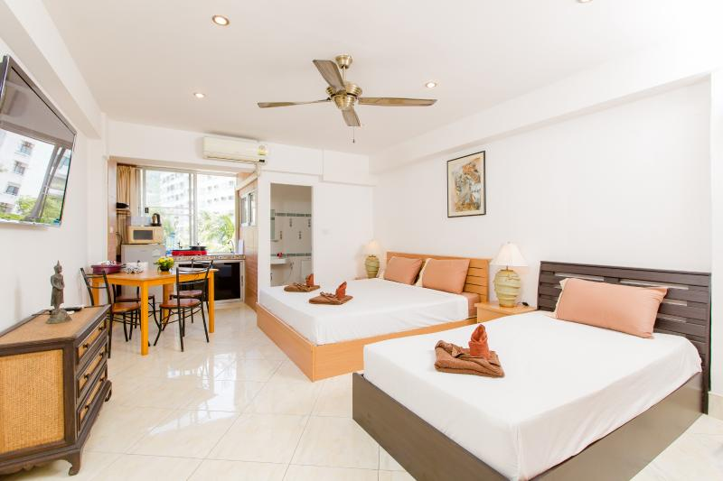 studio for 3,kitchen, city view, king +single - Studio B with City View and Kitchen (3 Adults) - Patong - rentals