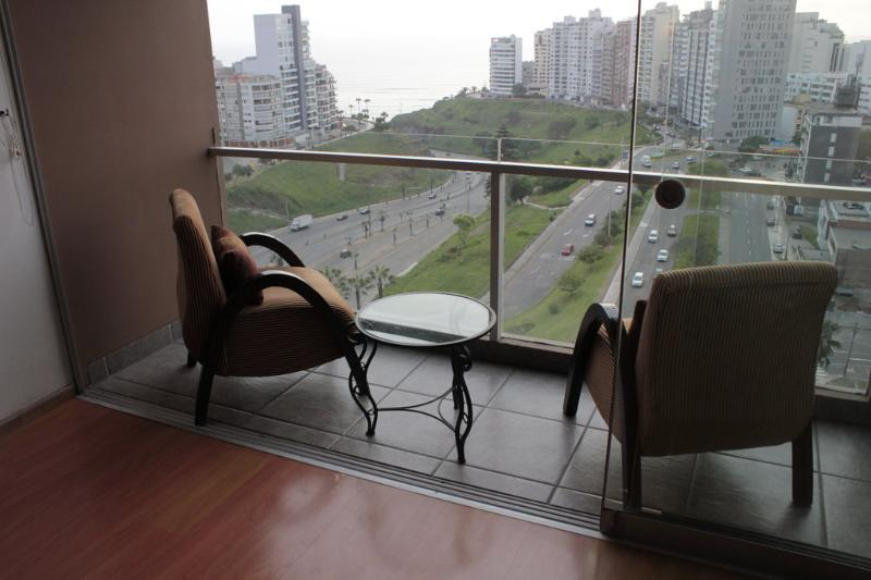 Seating from balcony having a drink of your favorite beverage. - Ocean View Spectacular/balcony Romantic Miraflores - Miraflores - rentals