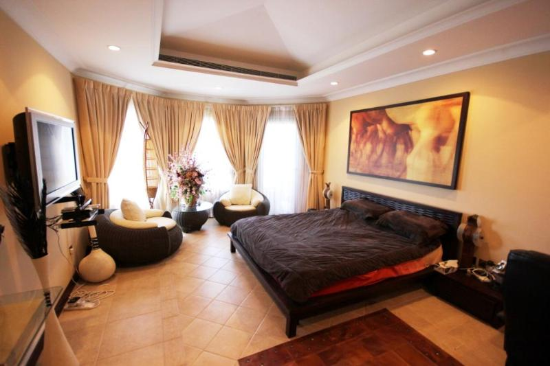 Luxury 3  bd Villa with Private Beach on Palm - Image 1 - Dubai - rentals
