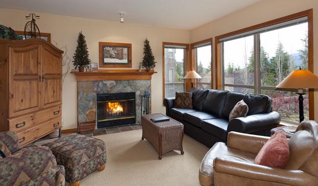 Spacious Lounge Area with Presto Log Fireplace - Painted Cliff 28 | Whistler Platinum | Ski-in /Ski-out - Whistler - rentals