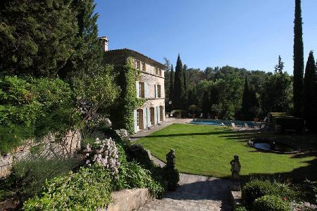 Charming Villa La Provencale offers a swimming pool, gazebo and housekeeping - Image 1 - Aix-en-Provence - rentals