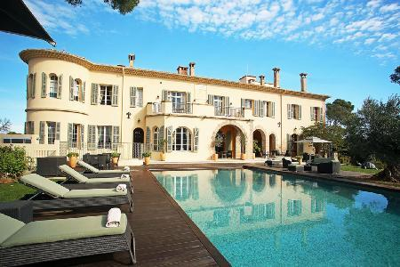 Chateau d'Azur offers a home theatre, fitness room, fireplace and heated pool - Image 1 - Cannes - rentals