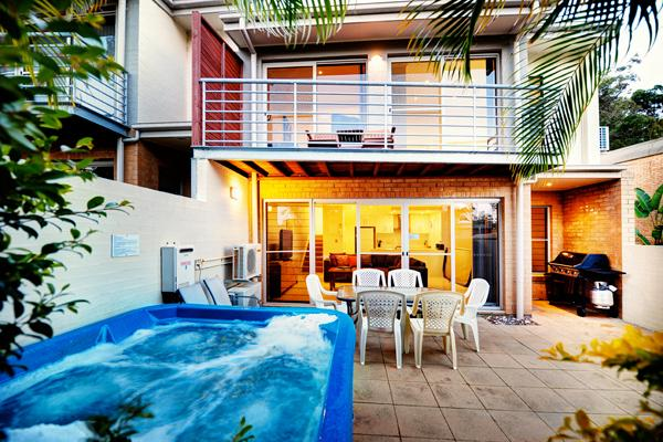 Courtyard With Jacuzzi - K-Bay 7 - Coffs Harbour - rentals