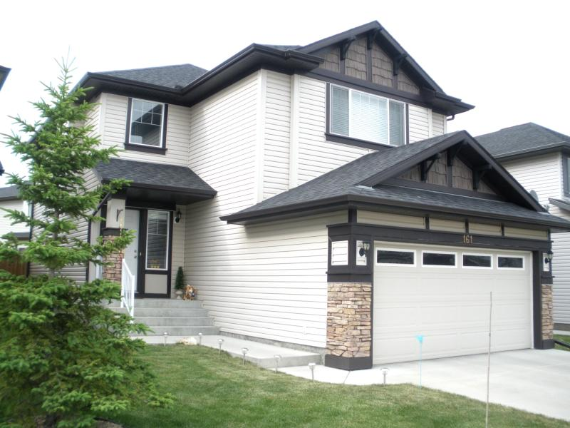 Front of vacation home - Furnished home for 8 with cable, wifi, phone, Wii - Calgary - rentals
