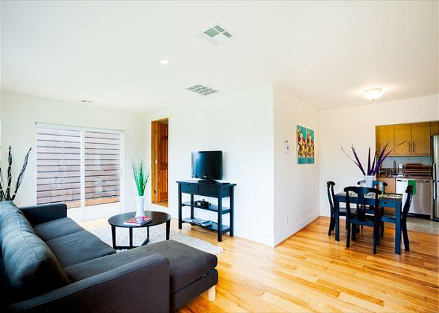 Living room is open to the dining room and kitchen. - #1375 - Village Hideaway - La Jolla - rentals