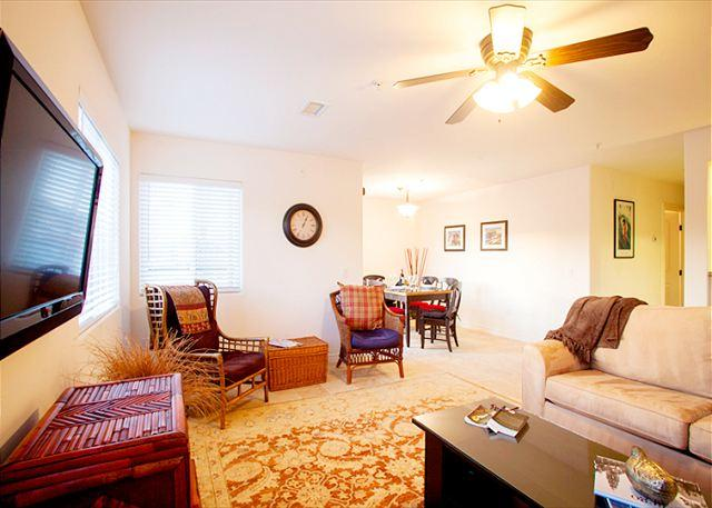 Spacious and airy living room with flatscreen TV and seating for 6 guests - #4151 - Pacific Beach Coastal Condo - San Diego - rentals