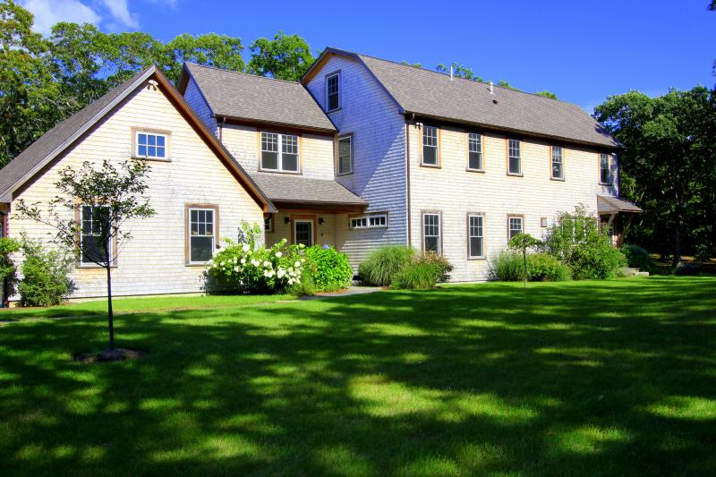 CLARA - Luxury Home, Makonikey, Central Air, WiFi - Image 1 - Vineyard Haven - rentals