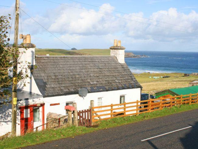 View towards the property with sea views - SU292 - Durness - rentals