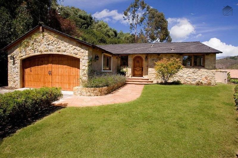 This cozy, stone house with wood doors is the perfect place for dog lovers, who can take their dog to the beach just blocks away. - Pet-friendly home is 2 blocks from Hendry's Beach - Le Petit Chateau - Santa Barbara - rentals