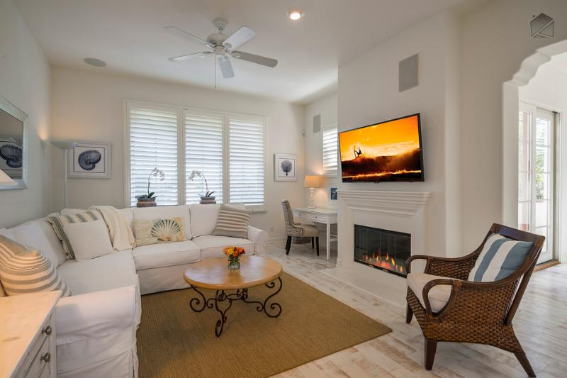Bella Mar's whitewashed hardwood floors and light color pallete are quintessentially Californian. The living area also features recessed lighting, a ceiling fan, gas fireplace, desk, flatscreen TV, and iPod Sounddock. - Elegant condo is perfect for Urban Wine Tour and just blocks from the beach - Bella Mar - Santa Barbara - rentals
