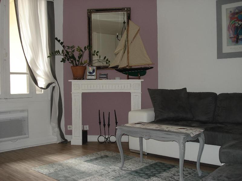 "The light and airy lounge. - Apartment ""Albert"" in the heart of La Bastide in Carcassonne. - Carcassonne - rentals"