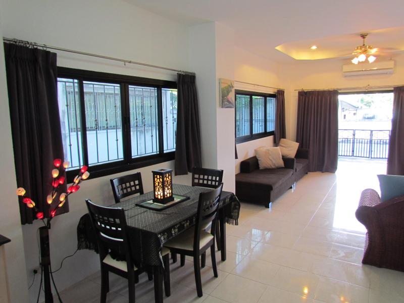 Living room looking towards front of house - 2 Bedroom Town House. 2 Bathrooms. Shared Pool - Chaweng - rentals