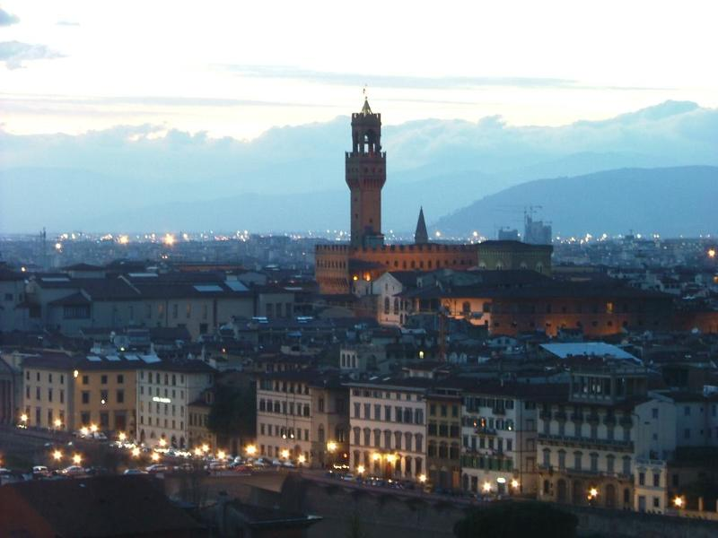 Florence by night along the river - 2nd floor, modern, central - Florence - rentals