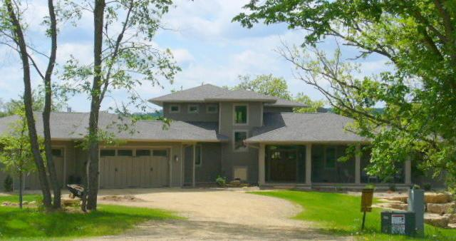 Front of house - Luxurious 5 Bedroom Custom Home on 3 Wooded Acres - Galena - rentals