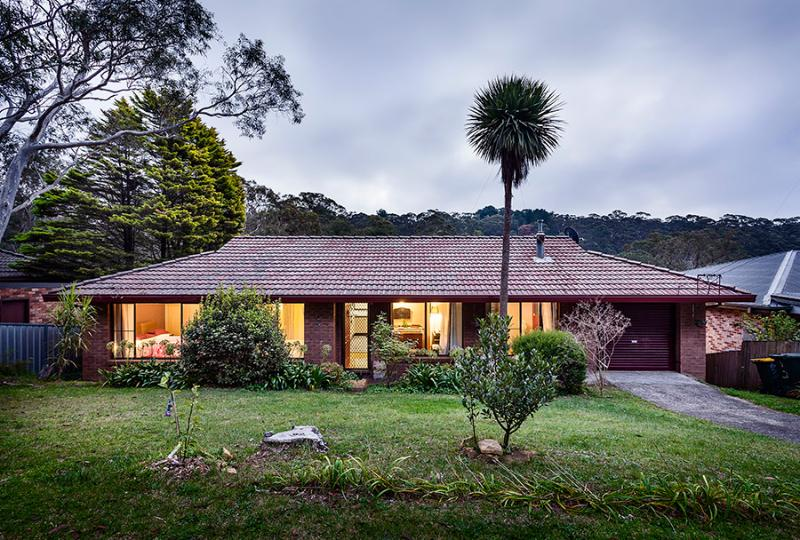 Fifth Avenue Guest House at dusk. All photos by Robert Walsh - Fifth Avenue Guest House - Blue Mountains Accommodation - Katoomba - rentals